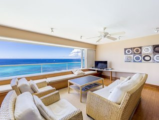 'Special Rate' Oceanfront Condo on the Beach, Big Corner Unit!