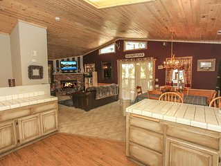 Spa View Retreat- Beautiful Mountain Home with Spa! No Pets Allowed