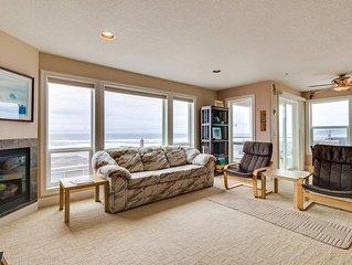 Modern condo with gorgeous views - 1 min walk to beach!