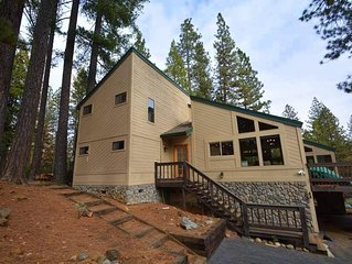 Luxurious Renovated Cabin in Blue Lake Springs: Gourmet Kitchen, Backyard Firepi