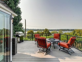Family-friendly, waterfront home w/ large deck - right across from Green Lake!