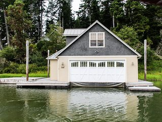 Beautiful and spacious waterfront home w/ jetted tub - boat access only!