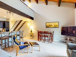 Family-friendly house w/ shared pool, fireplace & loft - close to beach & ski!