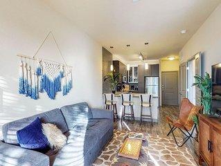 Elegant, modern apartment w/ pool, gym, game room & movie theatre