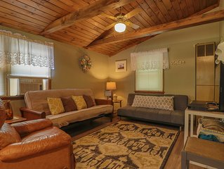 Cozy cottage w/ private deck - walk to Short Sands Beach, 2 dogs welcome!