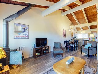 Two-level condo w/ a private deck, shared hot tub, & mtn views - close to skiing