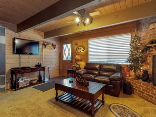 Cozy cabin with inviting fireplace - near skiing, lake & town!