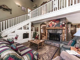 Tis Holiday Haus, 3 Bedrooms, Sleeps 11, Hot Tub, Fireplace, Foosball