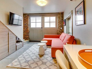 Modern downtown loft w/ beautiful exposed brick & amazing location!