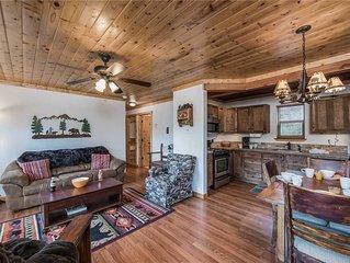 Aurora Montealis, 2 Bedrooms, Sleeps 4, Mountain Views, Fireplace, WiFi