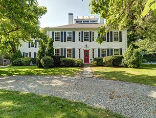 Historic home w/ outdoor spaces and tennis nearby - dogs OK!