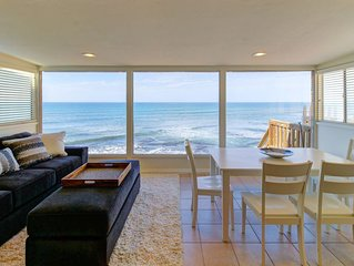 Oceanfront bungalow with a full kitchen, free WiFi, and spectacular views!