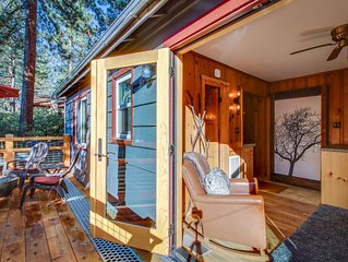 Vintage cabin w/ deck, BBQ, shared hot tub - close to skiing - walk to the beach