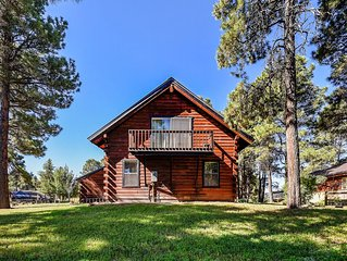 Cozy cabin near golfing, rec center, shopping, dining & skiing