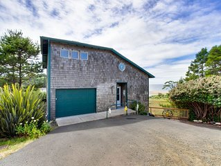 Dog-friendly house w/private hot tub and amazing oceanfront views!
