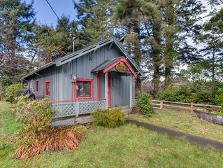Cozy, dog-friendly home with easy beach access & an outdoor firepit