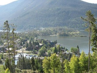 SPW150 -  Incredible Views With This Comfy Condo Overlooking Lakes and Town!
