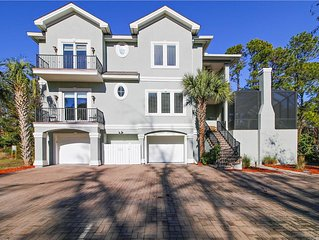 Outstanding 5 Bedroom, Private Pool, Pet Friendly, Easy Walk to Beach!
