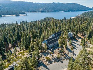 Lakeview condo w/loft, stone fireplace, decks, 3 miles from slopes