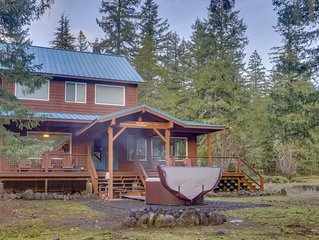 Dog-friendly on five acres w/ hot tub, wraparound deck, firepit, hike/ski nearby