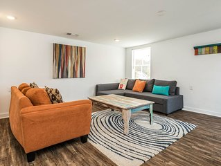 Dog-friendly home a short walk from the beach, Pleasure Pier, and more!