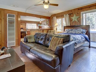 Adorable, creekside cabin in the woods - furnished deck, hot tub, dogs ok!