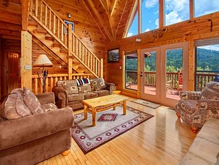 A Majestic View III, 3 Bedrooms, Sleeps 12, Hot Tub, Air Hockey, Pool Table