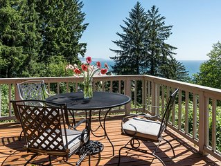 Sweeping Ocean Views, Private Lot, Large Sunny Deck and Hot Tub! Well-stocked