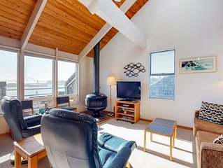 Waterfront condo w/ bridge views, shared pool, & hot tub - dogs OK!