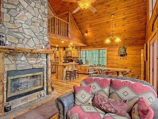 Hillside cabin w/fireplace, pool table, outdoor firepit & gas grill - dogs OK!