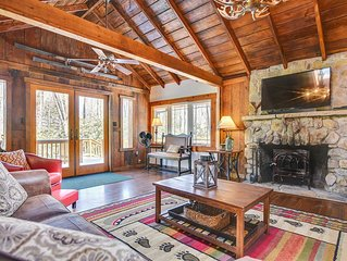 Charming cabin w/ split lake access  dock, & firepit at the water's edge