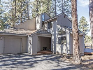 GM #188 Secluded Home Ideal for Two Families, Views of Black Butte!