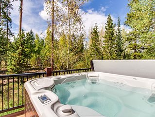 Gorgeous mountain home w/ views, private hot tub, & sauna - close to the slopes!