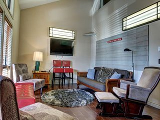 TWO BEDROOM CONDO WITH POOL AND GYM CLOSE TO DOWNTOWN
