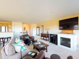 Oceanfront condo w/deck, beach access & pool/hot tub/gym-1 dog OK