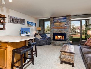 Walk to Slopes from this Adorable Condo with Heated Pool/Hot tub! Sleeps 4
