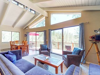 Centrally located creekside house w/ shared pool, tennis, views!