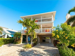 Reduced Rates 25% OFF! 30 Second Walk to the Gulf Beaches! Heated Pool