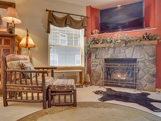 Riverfront mountain townhouse w/shared pool & hot tub, patio, & easy ski access!