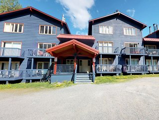 Condo w/cozy atmosphere & great location - ski-in/out access