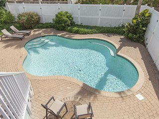 Close to Beach & Bay! Private Home with Two Kitchens, ideal for Poolside BBQs Ye