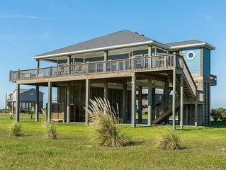 Classic beach house w/ huge deck, ocean view, & easy beach access