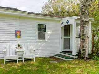 Sunny guesthouse w/ a kitchenette - next to farm trails - 1/4 mile to the beach!