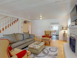 Charming cottage in the heart of Sisters - private yard!