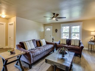 Updated home w/ private hot tub & patio - walk downtown, close to wineries!
