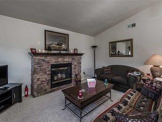 Alpine Village Cabin #100, 1 Bedroom, Sleeps 4, Views, Gas Fireplace