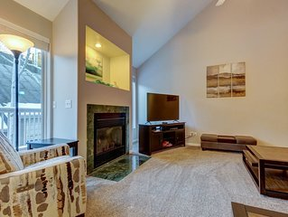 Modern townhouse w/ jet tub & private deck, close to four ski areas!