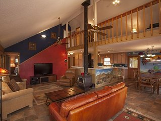 Spacious & Secluded Home with Incredible Mountain Views, Private Hot Tub & Sauna