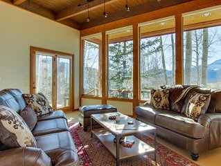 Expansive upscale mountain home with private pool, hot tub, and soaking tub