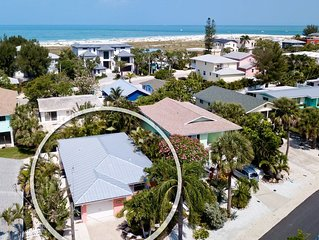 Renovated 2/2 Cottage North End-Steps to Beach Tropical Landscaping/Heated Jette